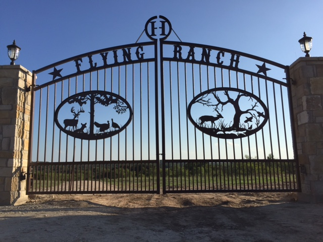 Custom metal ranch farm home driveway entrance gates