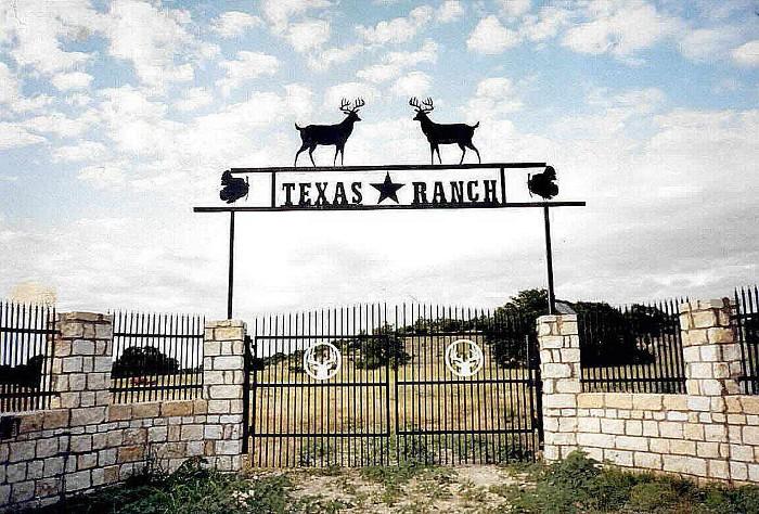 Custom metal ranch farm home driveway entrance gates for Texas ranch homes